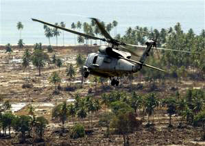 A U.S. Navy helicopter on an aid mission to the Banda Aceh, Indonesia